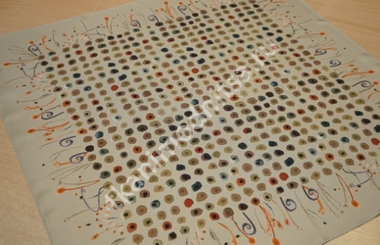 Платок арт.85-962 пр-во Италия размером 88 см на 88 см